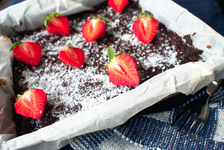 Brownies met kokos en aardbeien