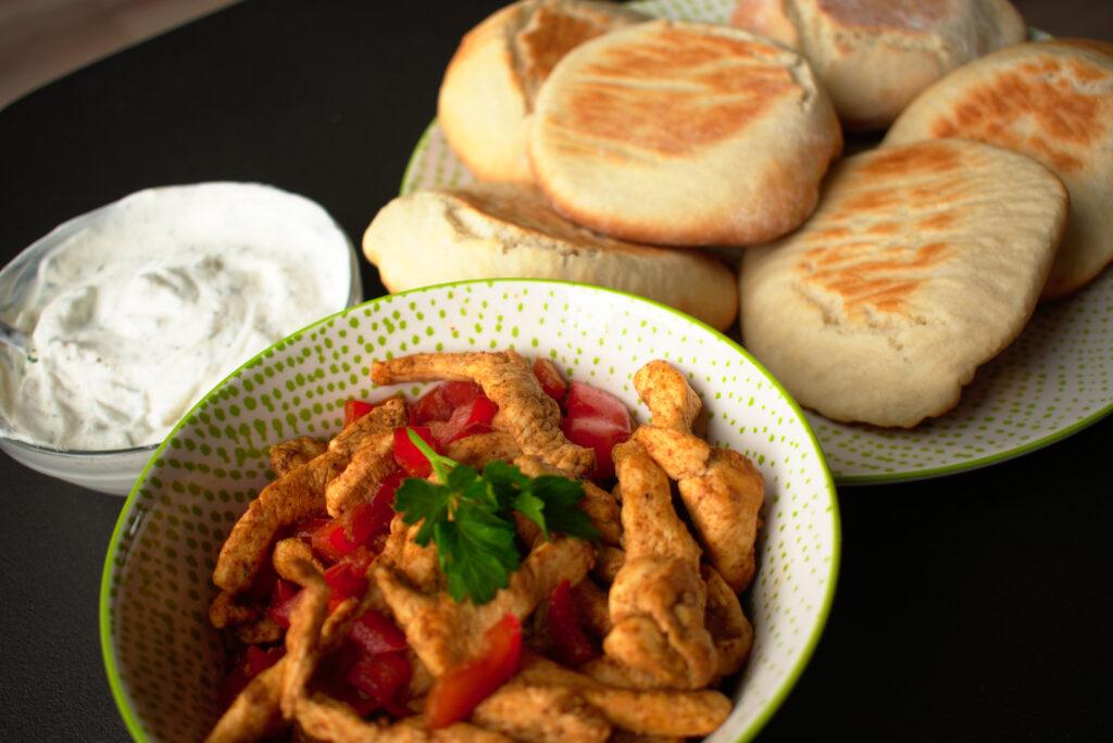 Shoarma van kip met pita en knoflooksaus