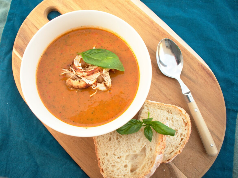 Kruidige courgette-paprika soep