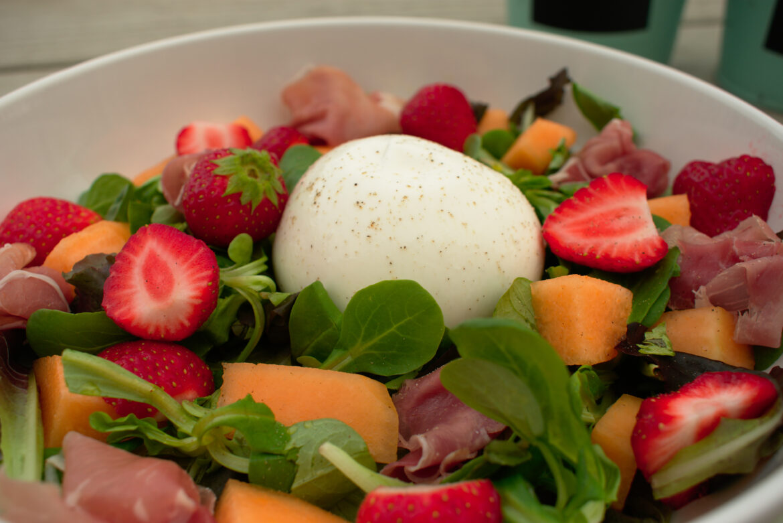 Zomerse salade met burrata