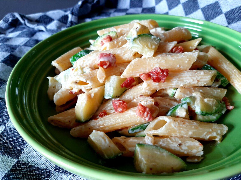 Romige pasta met courgette en spekjes